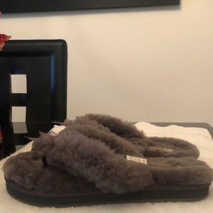 UGG SLIPPERS WOMENS SIZE 6